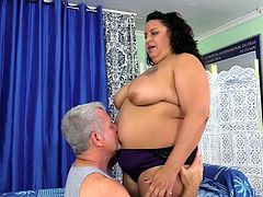 Sexy plumper visits a masseur He undresses her and sucks her tits and kisses her belly and ass Then he teases her pussy with a vibrator and gives her a pulsing orgasm