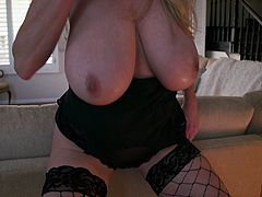 Big tits Kelly fingering her pussy lovely while moaning