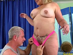 Mature blonde slut visits a masseur He inspects her naked body Then tease her mature pussy with his finger and sex toys like dildo and vibrators and gives her a stress releasing orgasm