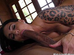 Smoking hot Melissa Lynn likes to fuck with more guys at once
