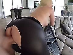 Lucy cat displays how a dime copulates in leather leggings