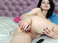 Girl On Cam Playing With Her Pussy Live