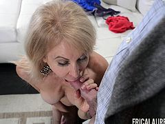 Experienced blonde Erica Lauren wants to seduce a mature hunk
