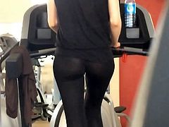Amateur in leggings caught in candid gym footage