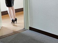 Learn Walking on High Heels and Tight Skirt (2)