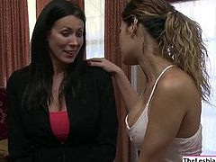 Milf Reagan rimming Vanessas tight ass