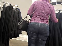 Older lady nice big ass in tight jeans dpl