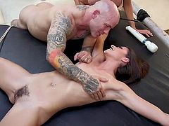Is it a game or is everything happening seriously? This muscular guy disposes of two sexy babes at the same time. While he fucks with Luna Star, the second girl is humbly waiting for her turn, completely naked and tied with ropes...