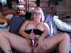 Sexy mommy Joclyn with hairy vagina and lots of role play