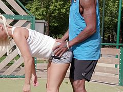 Round butt Blanche Bradburry has her asshole fully stretched