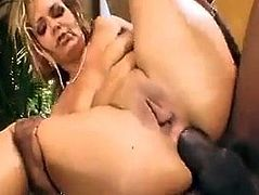 Mature milf Kelly leigh gets assfucked by 2 young bbc