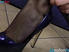 Redhead shows off ass and feet in black Pantyhose